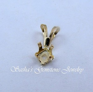 4 MM SQUARE 14 KT YELLOW GOLD SNAPTITE PENDANT